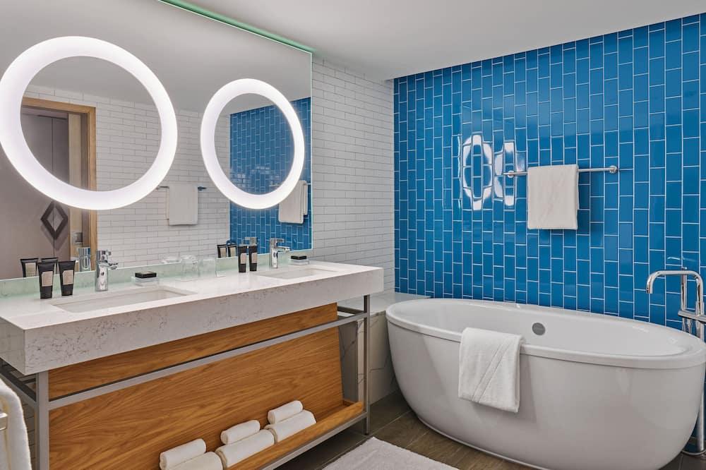 Suite, 2 Bedrooms, Non Smoking, Balcony (Marvelous) - Bathroom