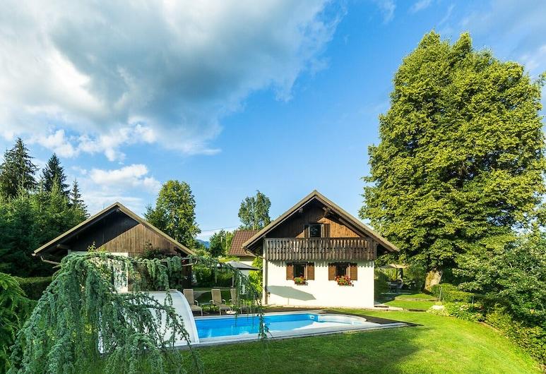 Holiday House in Nature With Pool, Pr Mataži?, Kamnik, Piscina