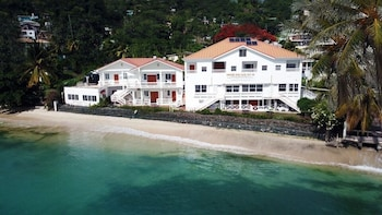 Foto van Grand Anse Beach Palace in St. George's
