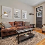 Townhome, Multiple Beds (N Capitol Hill I Stylish 2-Bedroom | ) - Living Room