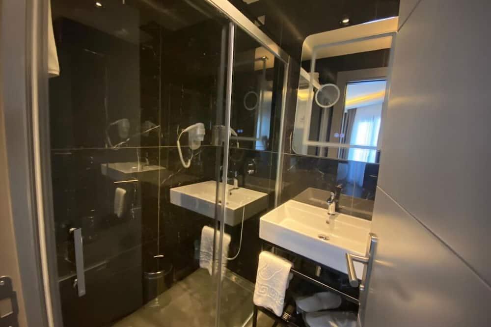 Junior Studio Suite - Bathroom