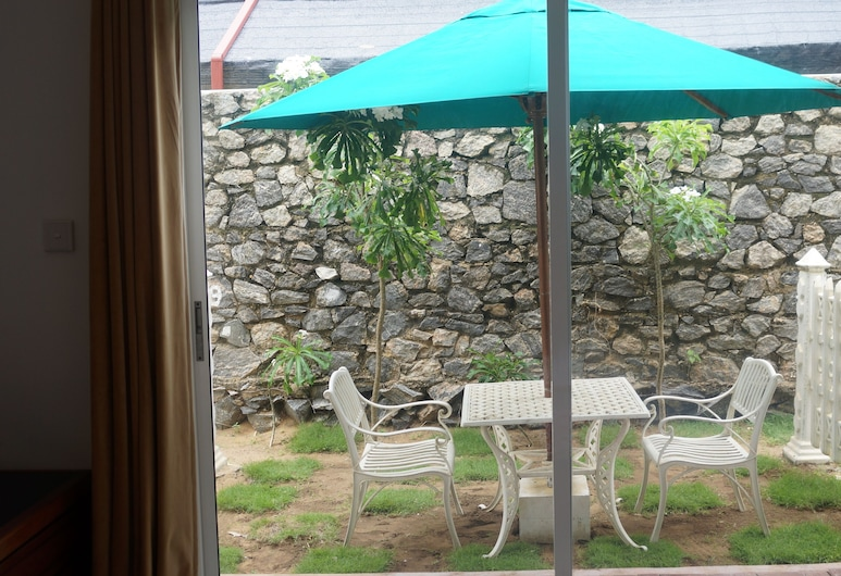 Meth Suites, Uswetakeiyawa, Terraza o patio