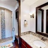 Condo, 2 Bedrooms - Baño