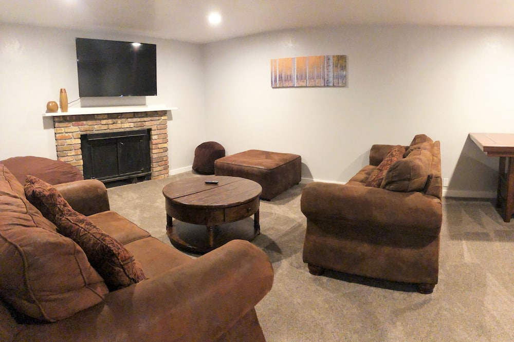 House, Multiple Bedrooms - Living Room