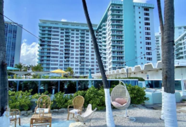 Absolutely Beautiful Condo In An Ocean Front 2 Bedrooms 2 Bathrooms Sleeps 4, Miami Beach, Beach