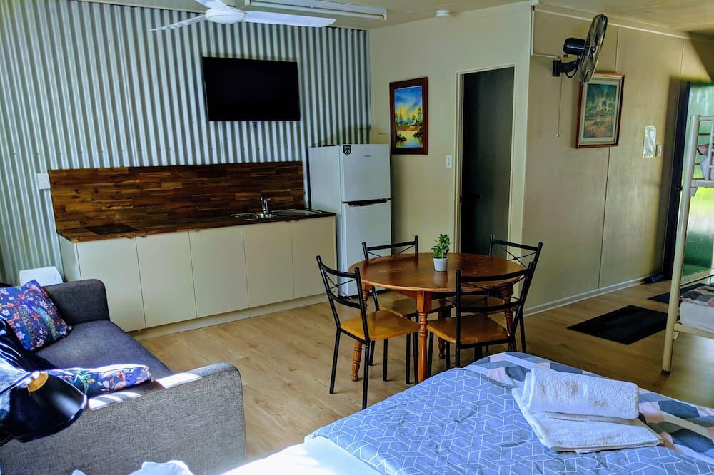 Rodinný pokoj, vlastní koupelna - Obývací prostor