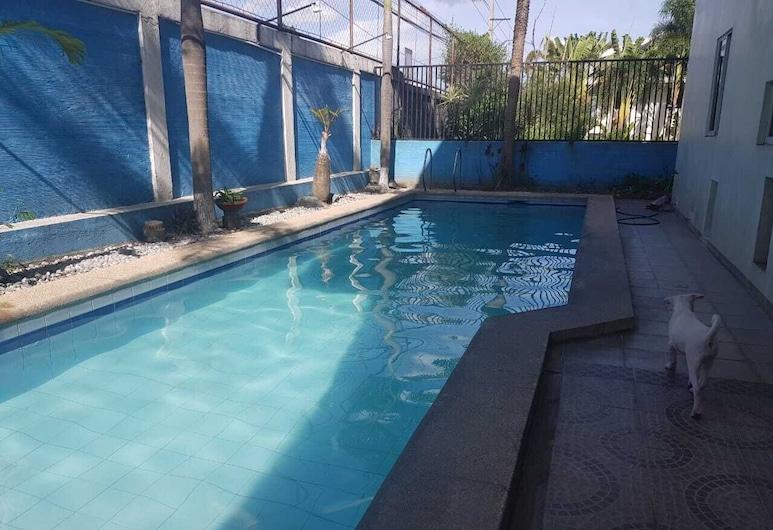 Janica Villa, Angeles City, Piscina