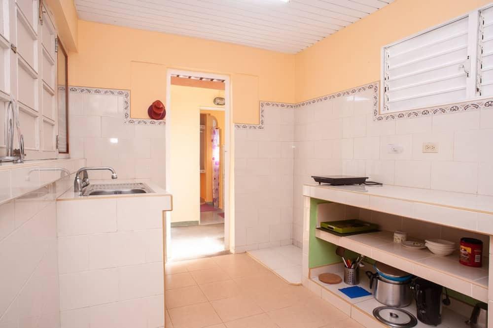 Apartamentai su pagrindiniais patogumais, virtuvėlė - Bendra virtuvė