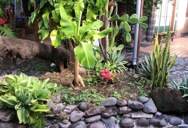 Studio in Basse-terre, With Enclosed Garden and Wifi, บาส-แตร์, สวน