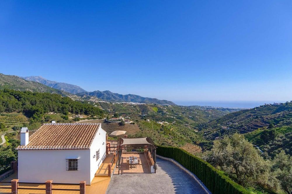 Villa (Miracosta) - Property Grounds