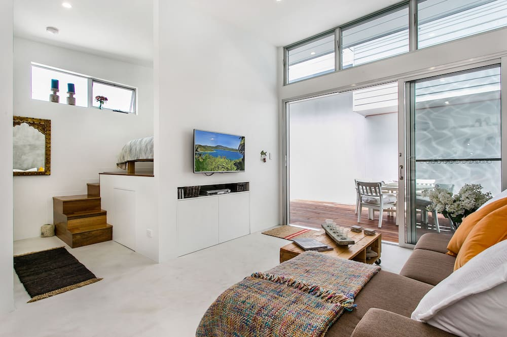 Deluxe Studio (Shared Pool) - Living Area