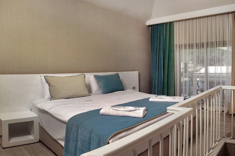 Kambarys (1 dvigulė / 2 viengulės lovos) su patogumais - Svečių kambarys