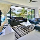 Apartment, 3 Bedrooms, Non Smoking, Kitchen - Living Area