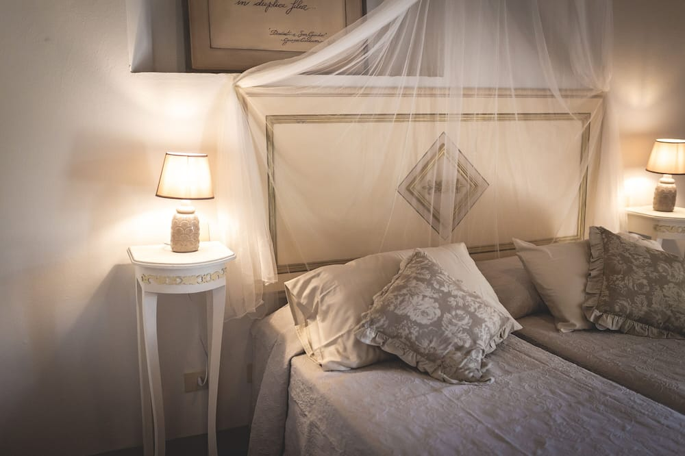 Traditional Double Room, Private Bathroom - Guest Room