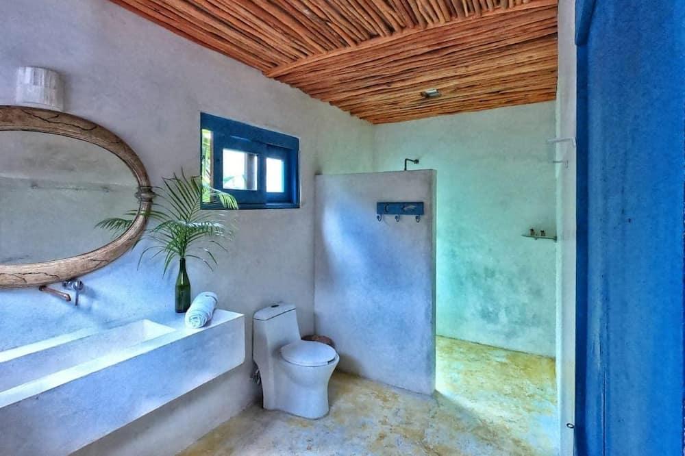 Deluxe Cabin - Bathroom