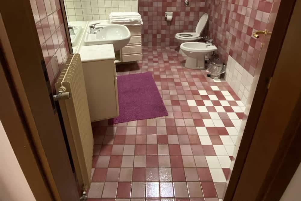 Studijos tipo numeris su pagrindiniais patogumais - Vonios kambarys