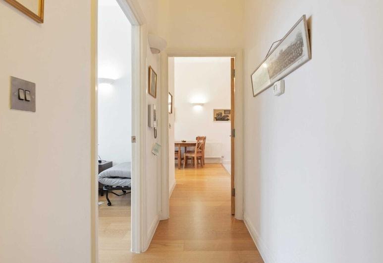 ビューティフル 1  ベッド アパートメント W / バルコニー イン シェフーズ ブッシュ, ロンドン