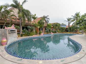 Picture of Capital O 961 Baan Dow Chompoo Resort in Hua Hin (and vicinity)