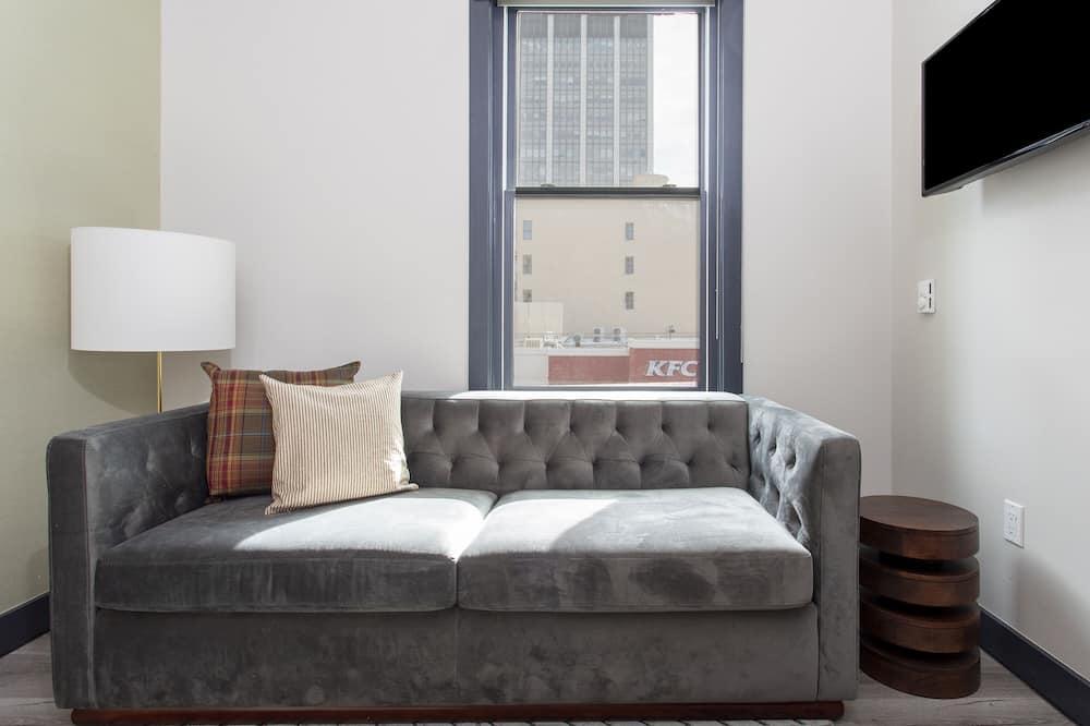 Deluxe Studio Suite, 1 Queen Bed - Living Room
