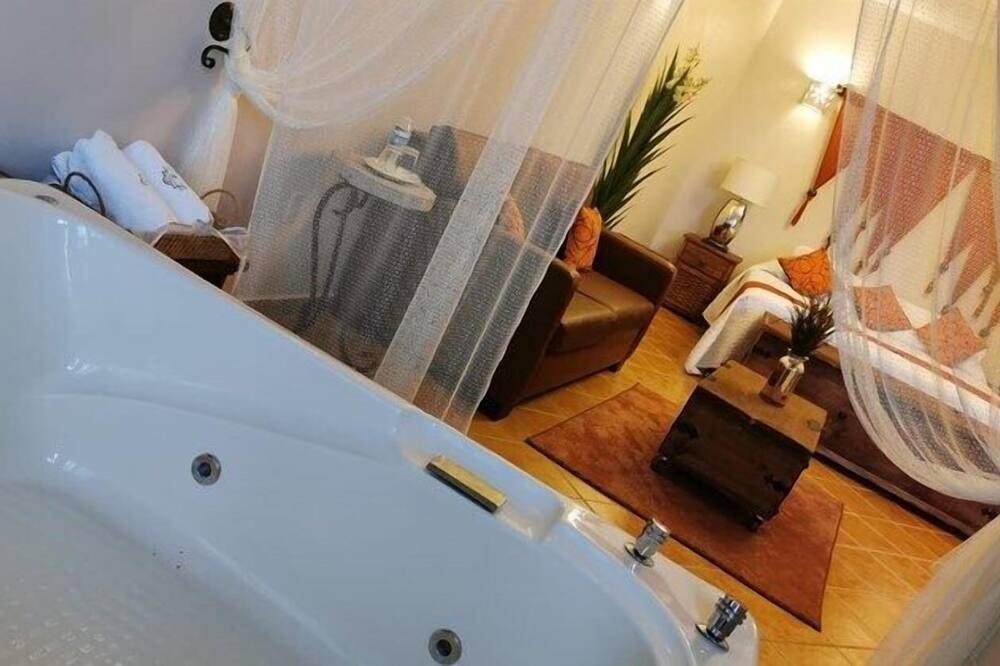 Superior Suite, 1 King Bed, Hot Tub - Private spa tub