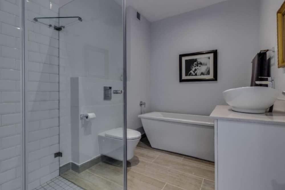 Prabangaus stiliaus apartamentai, 2 miegamieji - Vonios kambarys