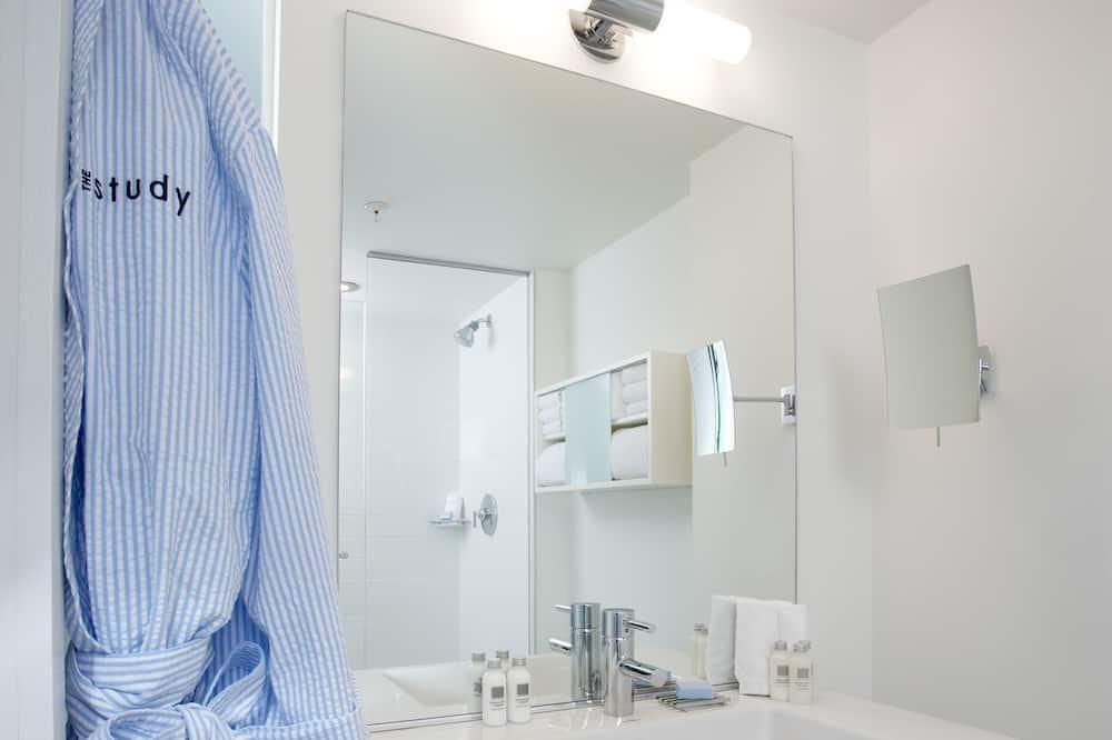 Deluxe Double or Twin Room, 1 Bedroom - Bathroom