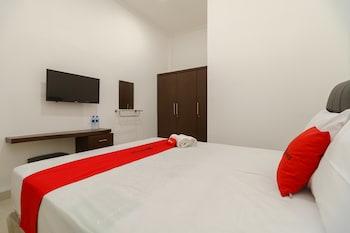 Obrázek hotelu RedDoorz near Kejaksan Station Cirebon 2 ve městě Cirebon Utara