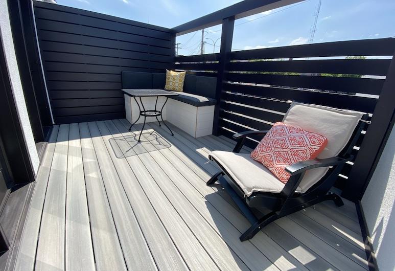 The Flatts at North Shore, Geneva, Premium Condo, 1 King Bed with Sofa bed, Kitchen, City View, Balcony