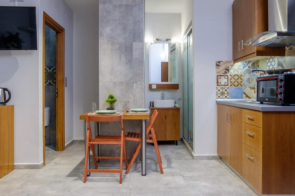 Comfort Studio - In-Room Dining