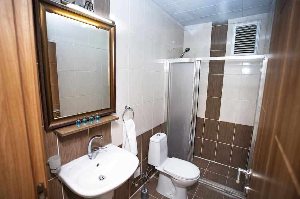 Suite Keluarga, 2 kamar tidur, dapur kecil - Kamar mandi