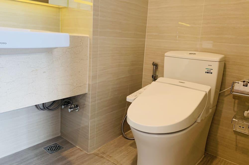 City Apartment - Bathroom