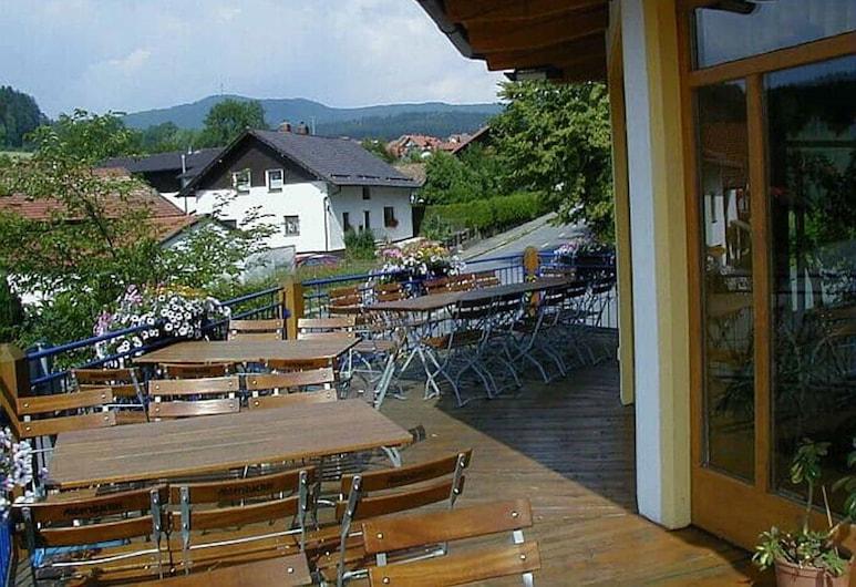 Gasthof-Metzgerei-Pension Schierlitz, Rimbach (Bavaria), Verönd/bakgarður