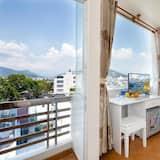 Habitación triple Deluxe, balcón, vista a la ciudad - Vista de la habitación