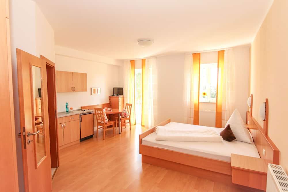 Condo, 1 Bedroom, Patio (30m²) - Living Area