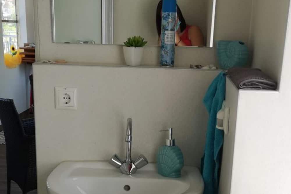 Room - Shared bathroom