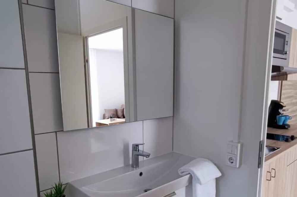 Comfort apartman, mozgássérültek számára is hozzáférhető, kilátással a városra - Fürdőszoba