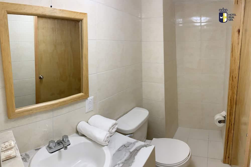 Standardní čtyřlůžkový pokoj - Koupelna