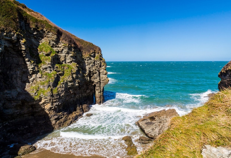 Stunning 3-bed House in Tintagel, Tintagel, House, Multiple Beds, Beach