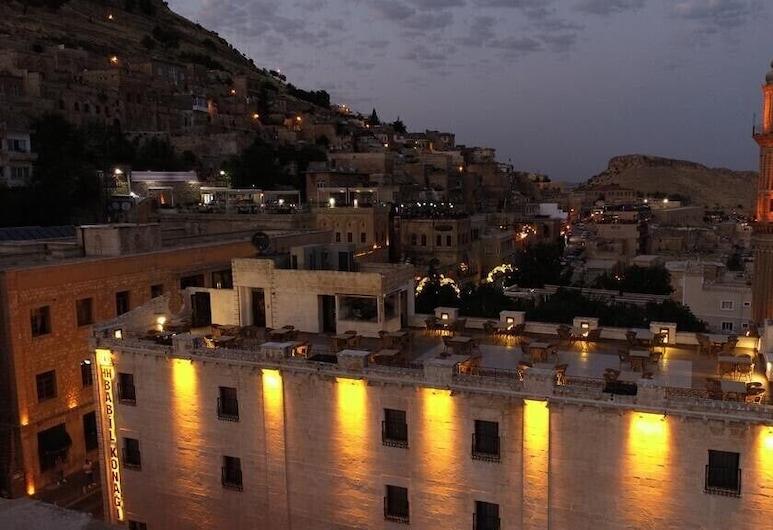 HH Babil Konagi, Mardin, Hotelfassade am Abend/bei Nacht