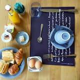 סוויטת סטודיו דה-לוקס - אזור אוכל בחדר