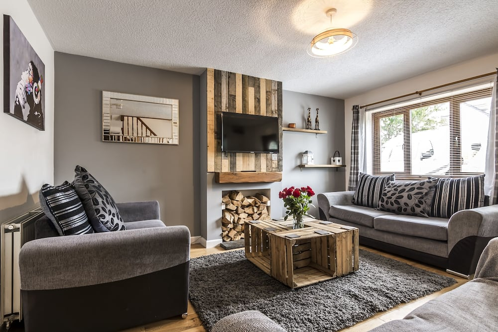 Classic House, 3 Bedrooms - Living Room