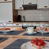 Apartamento, patio - Comida en la habitación