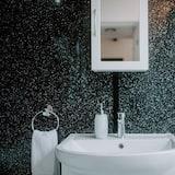 City-Apartment, eigenes Bad (Primrose Apartment) - Badezimmer