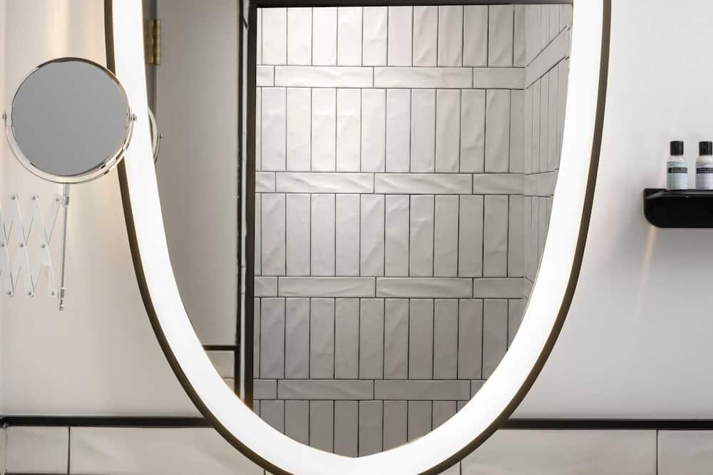Standard Accessible Double - Bathroom