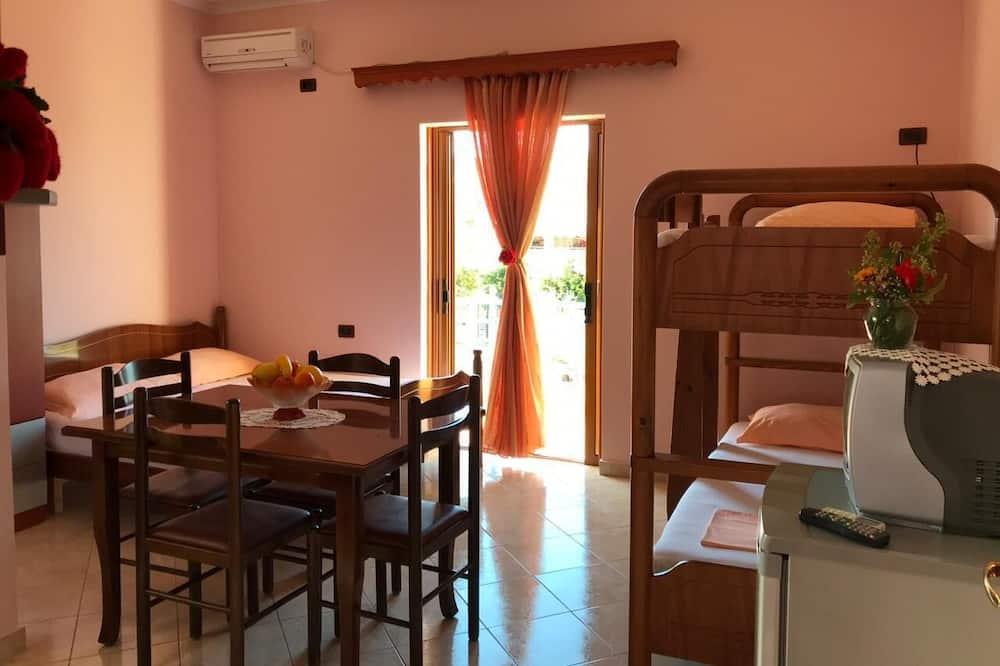 Familienstudio (1) - Essbereich im Zimmer