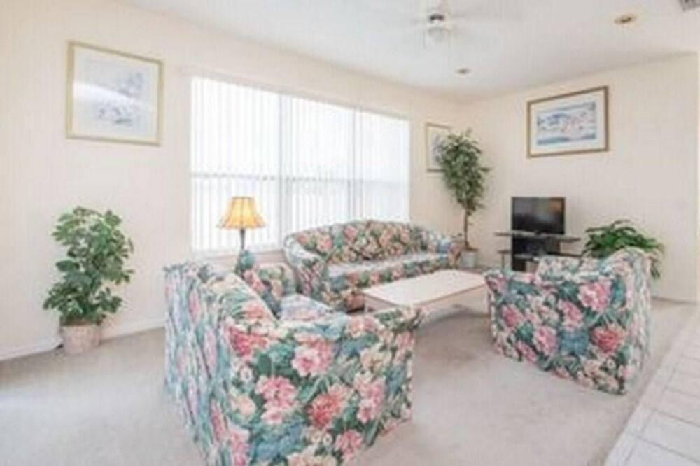Villa, Multiple Beds (Ref 27 Modern 6 Bed Villa Lake and Go) - Living Room