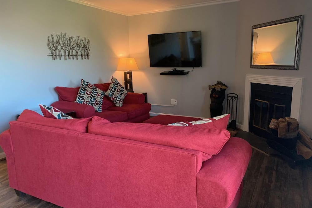 Condo, Multiple Beds (Sugar Ski & Country Club Unit 315 Sil) - Living Room