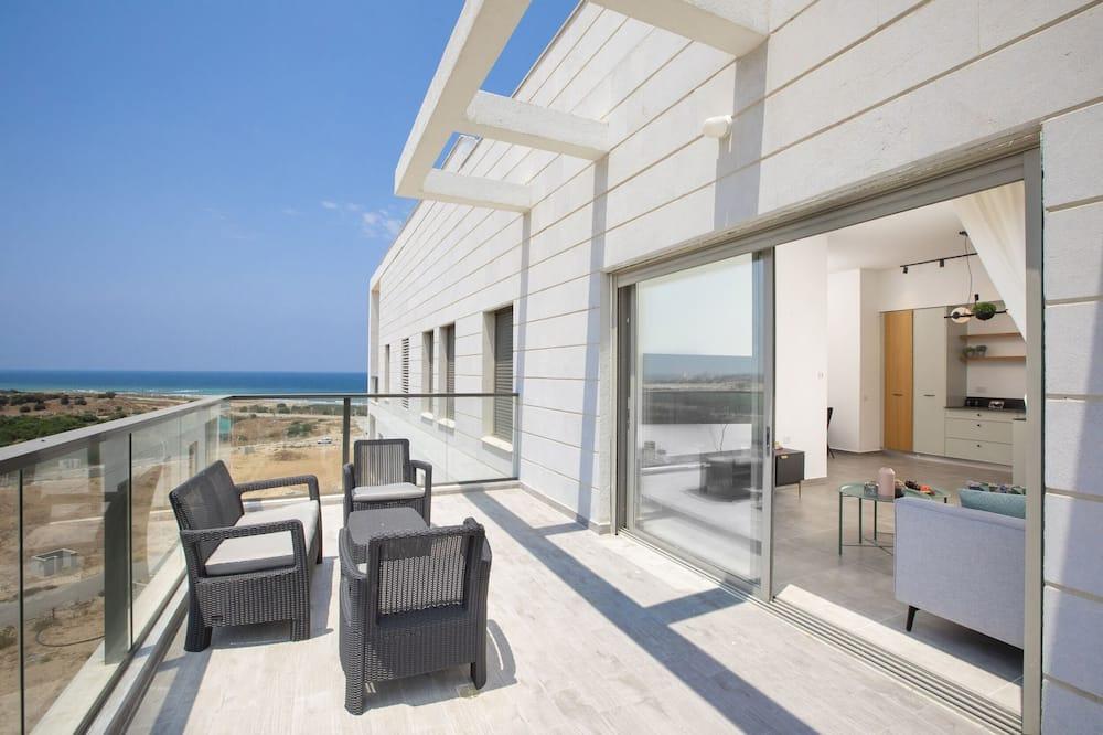 Stylish Penthouse Close to Akhziv Beach
