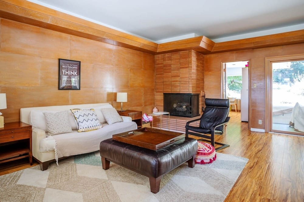 House, 2 Bedrooms - Living Room