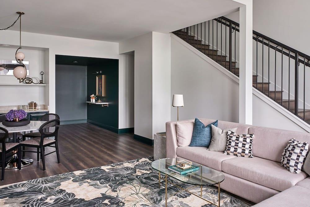 Suite, 1 King Bed (Loft) - Living Area